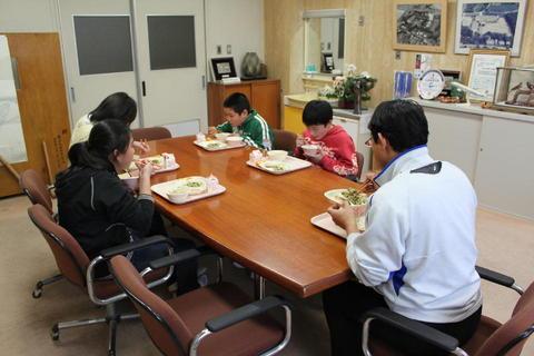 kyusyoku250313 002.jpg