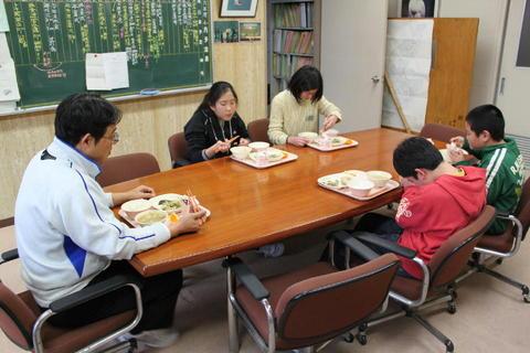 kyusyoku250313 003.jpg